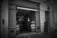 (thierrylothon) Tags: saintémilion nouvelleaquitaine france fr personnage monochrome noirblanc publication fluxapple flickr