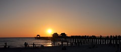 Florida 2018_728-9_Naples (SwissMike62) Tags: beach sunset pier florida ocean gulfofmexico romantic sunlight
