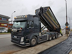 Volvo FM 500 - Röddinge Maskin & Entrepenad AB (Malmöstad) Tags: volvo fm 500 röddinge maskin entrepenad ab vägverket svevia paving asphalt road marking asfalt väg tarmar light bulb orange lkw camion lastbil bar lorry lorrie joab dynapac fmx skirt tuning style roll off balja cmt flak hella work black machine plow rigid steer axle