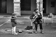 PENTAX KM  RONY 1.7 55 APX 100 périmée LC29 (Leinik) Tags: pentax km rony 17 55 apx 100 périmée lc29 music musicien musician street rue calle strasse bw black white blanc noir blanco negro bianco nero