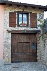 21 [Cividale Del Friuli - 21 April 2018] (Doc. Ing.) Tags: 2018 cividale cividaledelfriuli forumiulii ud nordest friuli friuliveneziagiulia fvg italy door window dwwg oldnewwindowsdoors nikond5100