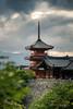 Kiyomizu-dera (Raph/D) Tags: japan japon kyoto kiyomizudera temple pagoda pagode wood wooden canon eos 7d mark ii canoneos7dmarkii l series lseries ef2470mmf28liiusm 2470mm bokeh dof architecture cityscape