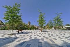 L'heure de la sieste sur le Champ Perrier (Tonton Gilles) Tags: alençon normandie hdr paysage urbain gare de bus place du champ perrier vide arbres bancs