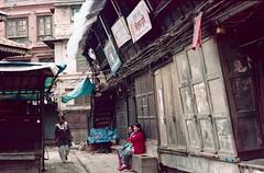 Kathmandu - Streets (bortx_) Tags: nepal kathmandu katmandu nepalese street streetphotography streetphoto streetshot urban urbanlife urbanlandscape landscape urbanshot urbanphoto analogue analógico canon at1 film 35mm fd fdlens kodak portra 160 пленка