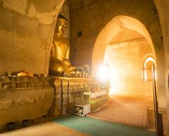 El Buda dorado (Nebelkuss) Tags: myanmar bagán asia burma birmania templo temple buda buddha budista buddhist fujixt1 samyang12f2