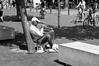Jazz al sol (Lograi) Tags: barcelona cataluña catalunya catalonia españa espanya spain geoetiquetada geotagged bw blancoynegro byn blackandwhite blackwhite bn música music trompeta trumpet árbol tree
