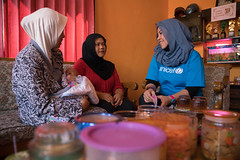 Midwife and Unicef employee visiting mother, Indonesia (ReinierVanOorsouw) Tags: indonesia indonesie java batu sonya7 sonya7r a7r2 a7r travel asia asya travelling reinierishere reiniervanoorsouw maternity babies baby mother mothers