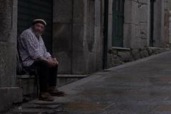 La mirada cansada del caminante en Tui, Pontevedra (jimenez.juan78) Tags: pwmelilla pontevedra tui