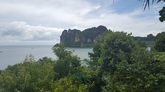 20171204_125202 (Alhennah) Tags: thailand sea jungle railay beach cloudy day green holiday best place limestone samsung s8
