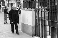 AÑORANZA (Mane C:) Tags: street streetphotographer streetlife streetphoto streets streetphotography euskadi bnwstreet artist bw bnw bnwphotography blackandwhite blanckandwhitephoto blackandwhitephotography blackandwhitephoto rue urban city photography blancoynegro nikon vitoria noiretblanc monochrome monocromo monocromatico monocolor hombre calle man blancetnoir bn