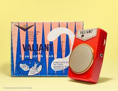 Valiant Model HT-2011, 2 TRANSISTOR BOY´S RADIO with Box, late 1960´s, Made in Japan. (José Gustavo Sánchez González) Tags: gustavo josegustavo transistorradio boy´sradios 2transistor valiant ht2011 japan box boy´sradio