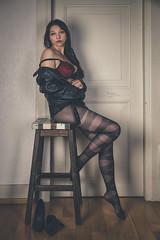 Elise (www.michelconrad.fr) Tags: rouge vert bleu canon eos6d eos 6d ef24105mmf4lisusm 24105mm 24105 femme modele portrait studio veste noir cuir chaise lingerie