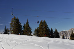 Skiers (Thomas Mülchi) Tags: 2017 cantonofstgallen flumserberg mountain mountains objects peopleandanimals person switzerland weather blue bluesky chairlift clear marks people persons skiers skiing sky snow sunny tree trees wintersport quarten sanktgallen ch
