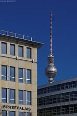 Berlin - Spreepalais und Fernsehturm (damianziel) Tags: pentax europe germany berlin city cityscape architektura architecture architektur arch archi deutschland sky smcpda1855mmf3556alwr