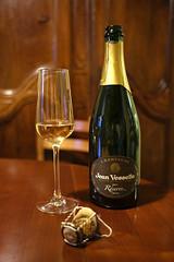 20180510F0054 (Georg Hirsch) Tags: sekt schaumwein champagne champagner trinken alkohol feiern flasche champagnerflasche bouteille bottle wine wein korken köpfen knallen kribbeln vorbei hochleben