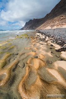 Formaciones de rocas sedimentadas en la Playa de Famara - Teguise, Lanzarote.