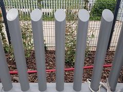 Empalizada de tubos empotrada (www.vinuesavallasycercados.com) Tags: verja residencial empalizada tubos seguridad vallado cerramiento arquitectura construccion