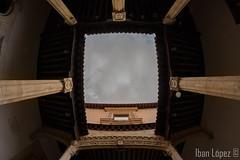 Columnas (Iban Lopez (pepito.grillo)) Tags: ©ibanlopez d7200 8mm ojodepez fisheye colegiodesangregorio valladolid cielo sky nadir