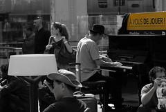 à vous de jouer - It's your turn (vieux rêveur) Tags: desaturation jaune yelow personne people gare station nb chapeau pianiste piano pianist hat france
