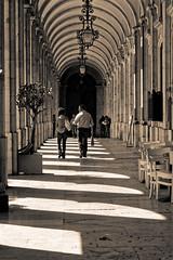 2018-04-26-11h04m56s (D_FOLLUT) Tags: gallerie discussion cité vie marche métier occupation retro arcades marce pas arche rythme déambulation