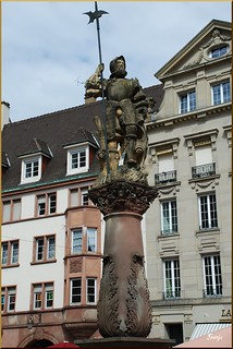 El alabardero de la fuente (Mulhouse, Alsacia, Francia, 25-7-2011)