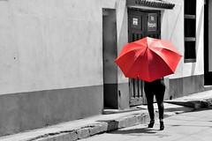 Red umbrella (Olivier Simard Photographie) Tags: cuba trinidad parapluie cutout couleurssélectives femme cubaine scènederue rue gens