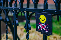 No Parking But Happy (136/365) (Walimai.photo) Tags: amsterdam holanda netherlands rijksmuseum parking no happy smily emoji bike bici bicicleta bicycle yellow fence amarillo verja bokeh nikon d7000 nikkor 35mm