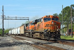 7546 + 1067, Beaumont TX, 22 April 2018 (Mr Joseph Bloggs) Tags: beaumont texas usa united states america bnsf burlington northern santa fe freight cargo train treno ge gees44dc gevo general electric