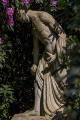 Ohlsdorfer Friedhof (michael_hamburg69) Tags: hamburg germany deutschland ohlsdorf friedhof cemetery ohlsdorferfriedhof sculpture skulptur male grabmalahlerswesterich standortmillionenhügel