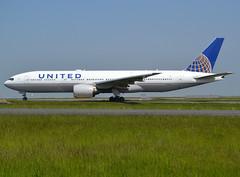 N795UA, Boeing 777-222(ER), 26927-108, UA-UAL-United-United Airlines, fleet # 2795, CDG/LFPG 2018-05-20, taxiway Bravo-Loop. (alaindurandpatrick) Tags: n795ua 26927108 777 772 777200 boeing boeing777 boeing777200 jetliners airliners ua ual united unitedairlines airlines cdg lfpg parisroissycdg airports aviationphotography