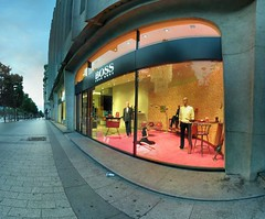 Hugo Boss - Champs Elyses - 06-08-2006 - 6h41 (Panoramas) Tags: panorama paris france mannequin window fashion shop point geotagged perspective shopwindow vanishing mode champselyses hdr ptassembler vitrine hugoboss interestingness10 etiennecazin pointdefuite i500 smartblend geo:lat=48872256 geo:lon=2299249 tiennecazin
