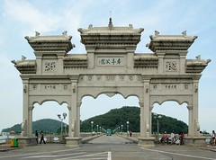 Zhuhai - Mingting Park entrance gate (cnmark) Tags: china park classic architecture geotagged island gate chinese guangdong  zhuhai   allrightsreserved yeli  mingting  geo:lat=22278022 geo:lon=113577014