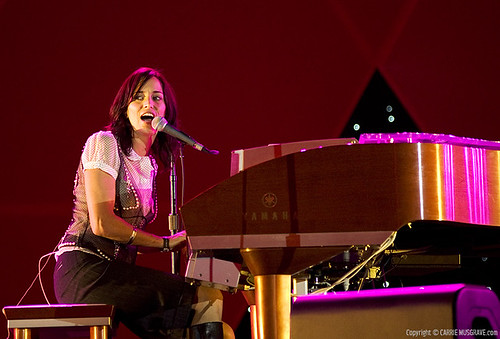 Chantal Kreviazuk al piano concierto