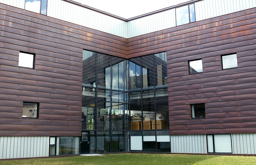 The design of the facade of modern school architecture