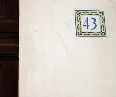 dans la ruelle... 43 (Viou) Tags: paris baladeparisienne