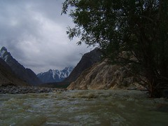 River Sheen and Virgoth! (Kaafoor) Tags: pakistan love july 2006 pakistani sheen adeel distortions broghil ishkoman pakistaniphotographer riversheen karomber swinje virgoth sokhtarabad karomberexpedition karomberlake karachite