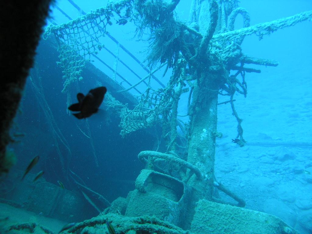 Barcos hundidos en el fondo del mar (fotos reales)