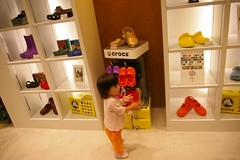 (detch*) Tags: pentax hana 1855mm sandal  crocs keen holeysoles k100d