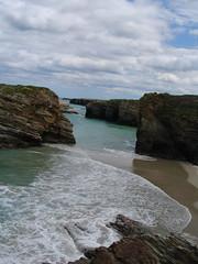 praia de as Catedrais en pleamar . praia de aguas santas (Mariano Grueiro) Tags: praia galicia galiza praias ascatedrais ribadeo catedrais marianogrueiro marianogrueiroarquivoribadeo praiaaugassantas augassantas