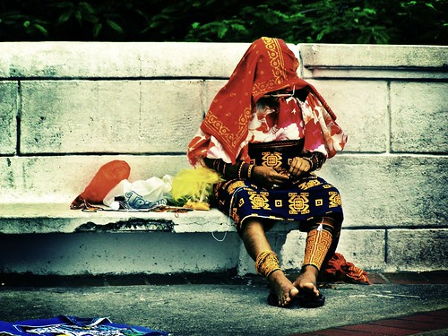 Mujer kuna cosiendo | por wakalani