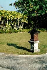 Indonesia - Bali Island - Tanah Lot (Chris&Steve) Tags: light bali lamp indonesia island hotel pavement path resort meridien lemeridien tanahlot baliisland mridien 10millionphotos lemridien lemeridennirwanaresort lemridiennirwanaresort lemeridienresort v400i