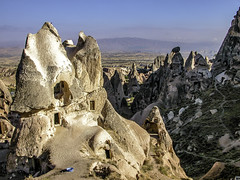 Cave dwellers (Tony Tomlin) Tags: turkey goreme anatolia cappadocia hoodoo fairychimneys caves