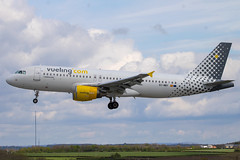 Vueling - Airbus A320-214 EC-MBY @ Cardiff (Shaun Grist) Tags: ecmby vy vueling airbus a320 shaungrist cwl egff cardiff cardiffairport cardiffrhoose rhoose wales airport aircraft aviation aeroplanes airline avgeek