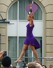 Equilibriste. (caramoul25) Tags: bruxelles brussels équilibriste champagne mauve fil caramoul25