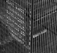 Rencontre de haut niveau/high level meeting (bd168) Tags: gratteciel reflexion officebuilding skyscraper lines geometry blancetnoir monochrome blackandwhite miroir xt10 xf90mmf2rlmwr windows fenêtres people personnes mirror