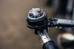 BrujuLimbre (123/365) - y lluvia... (Walimai.photo) Tags: brújula timbre bell compass amsterdam street calle nikon d7000 nikkor 35mm detail detalle bike bici bicicleta rain lluvia