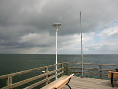 lamp pole at the corner (Steffiba) Tags: usedom 2014 insel island meer sea ostsee balticsea horizont horizon weite himmel sky wolken clouds mai may seebrücke ahlbeck bank ecke corner lampenmast lamp deutschland germany