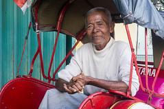 (kuuan) Tags: solo surakarta java indonesia mf minolta rokkor mrokkorf240mm leica f2 40mm 240 f240mm minoltamrokkor mrokkor apsc nex5n portrait street market bazaar pasar pasarlegi bejak bejakdriver oldman becak
