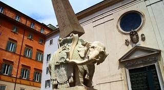 The Bernini´s elephant has got away from Rome! /  ¡El elefante de Bernini ha huido de Roma!