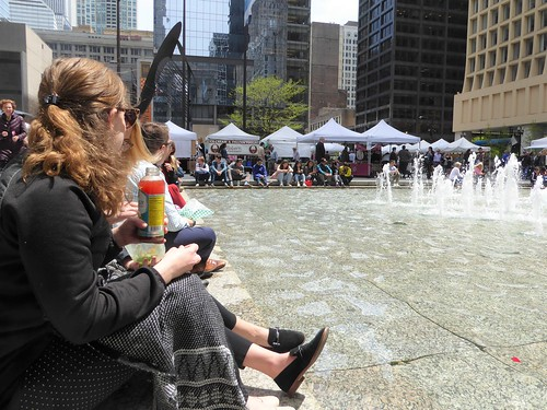 Chicago, Daley Plaza, Lunchtime at the Thursday Market